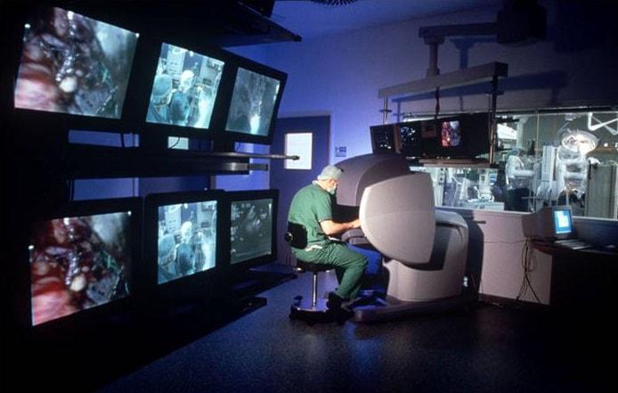 שימוש ב VR מציאות מדומה במהלך ניתוח