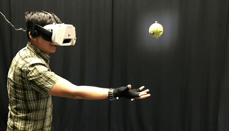 איך זה נראה לתפוס ולזרוק כדורים ב VR